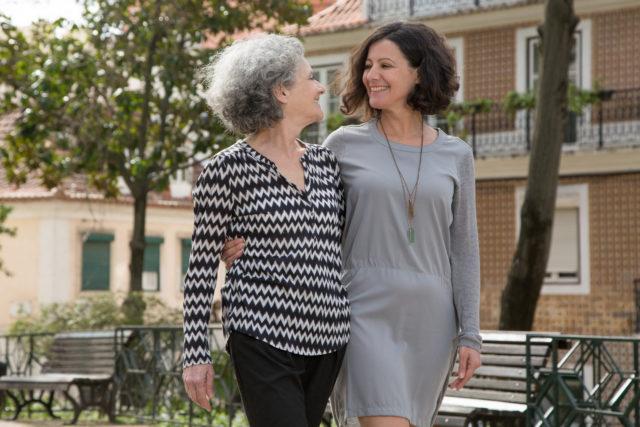 NUEVA-Glaucoma-640x427 Joyful young and senior ladies walking outdoors